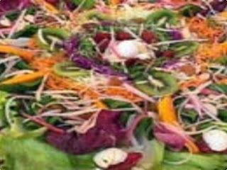 salada tropical com manga uva