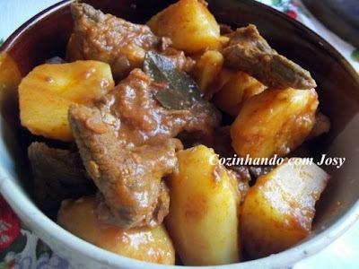 picadinho de carne com batatas e creme de leite