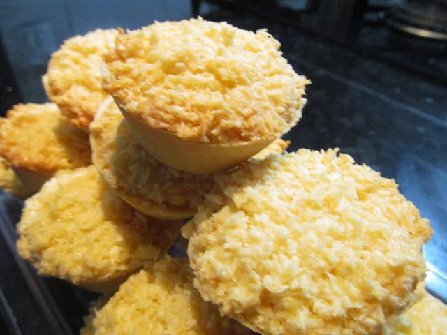 queijadinha com côco ralado queijo e leite condensado