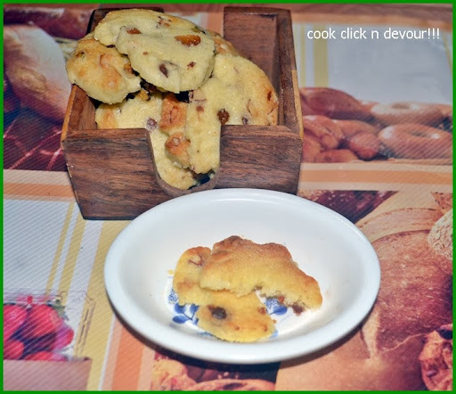 Egg less fruit and nut cookies