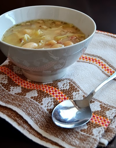 Obyčajná fazuľová polievka s rezancami