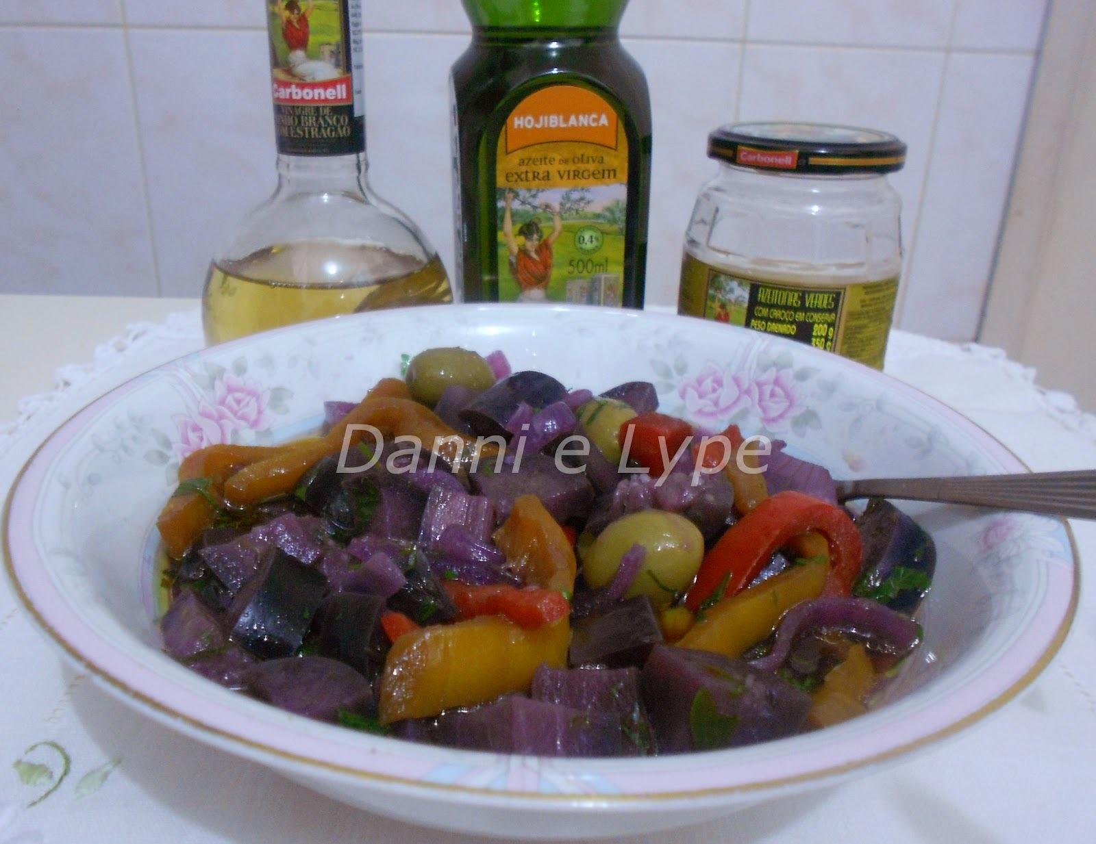 vinagrete de berinjela pimentão vermelho amarelo cebola e tomate