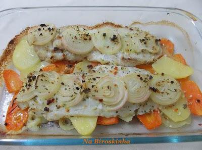 file de linguado ao forno legumes