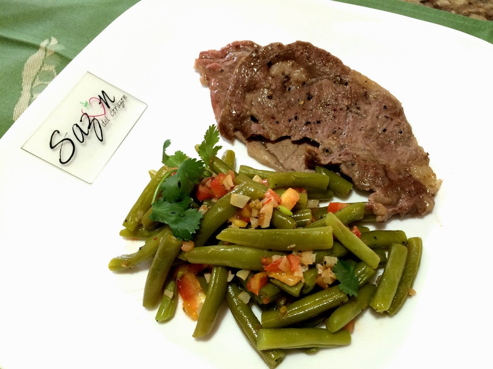 Carne asada con ejotes al ajillo