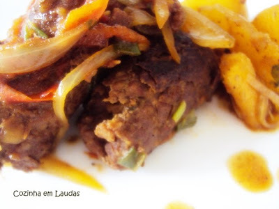 Bife de panela recheado [Stuffed steak in pressure cooker]