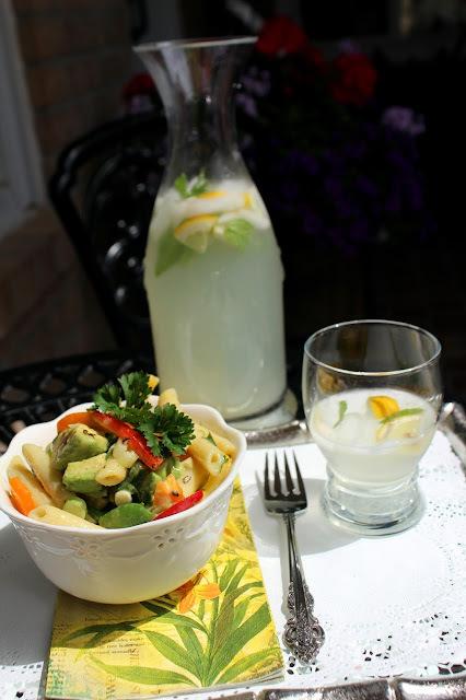 Avokado pasta salata