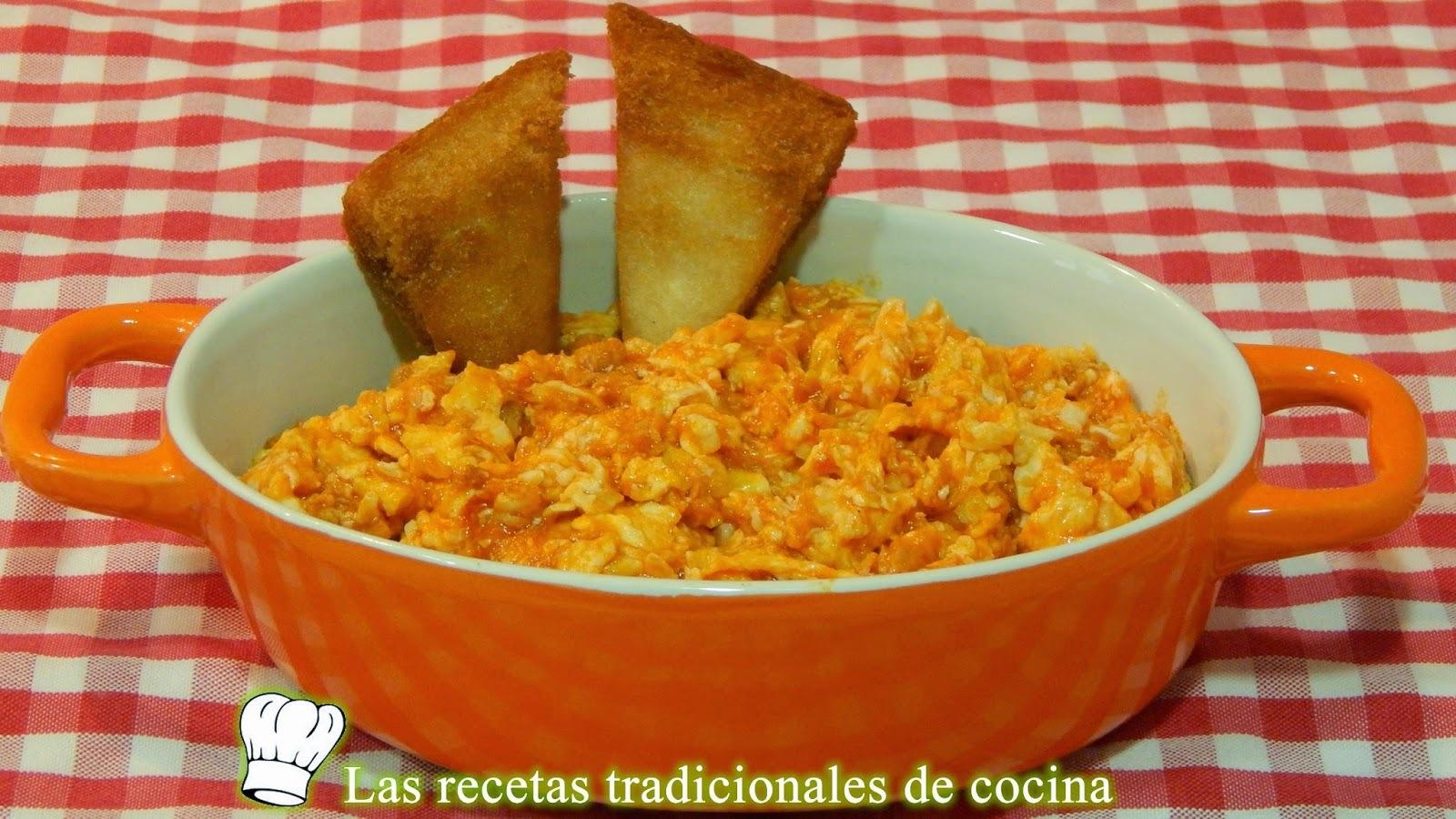 Receta de huevos revueltos con atún y tomate frito