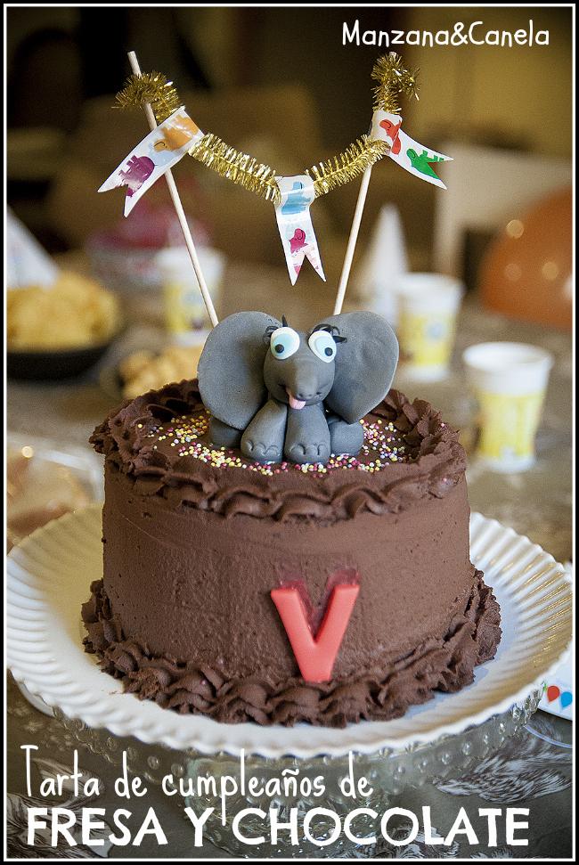 Tarta de cumpleaños de fresas y chocolate