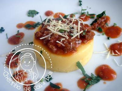 de polenta recheada com presunto e mussarela