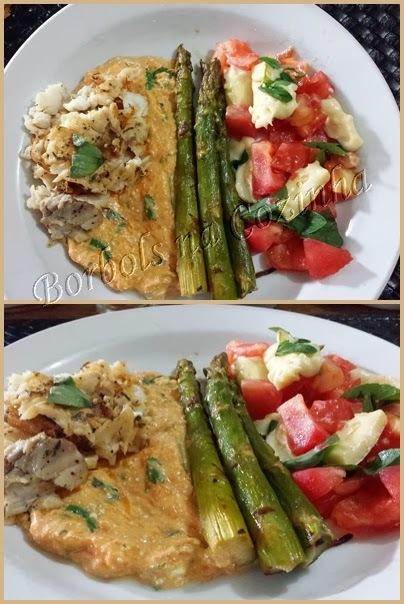 Peixe Purê de Abóbora Aspargos e Salada tipo Caprese low carb