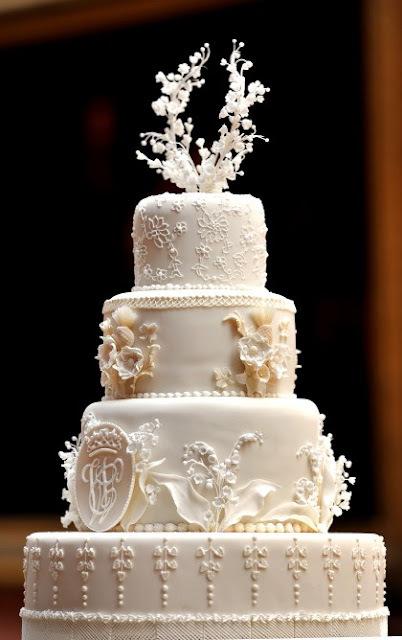 um bolo de casamento para 60 pessoas