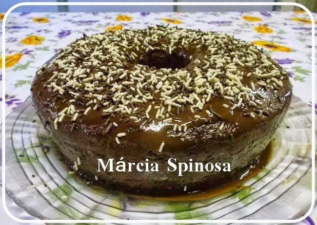 Bolo de chocolate molhadinho, de Márcia Spinosa