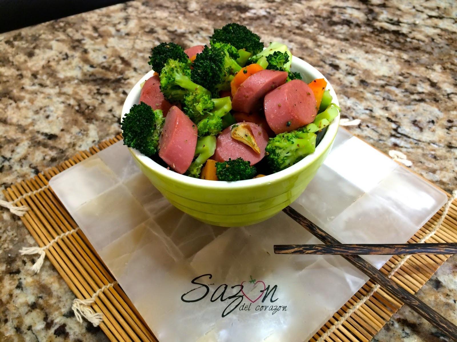 Salchichas con brocoli y zanahoria