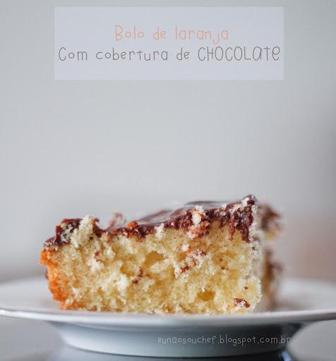 de bolo de laranja com cobertura de chocolate em barra
