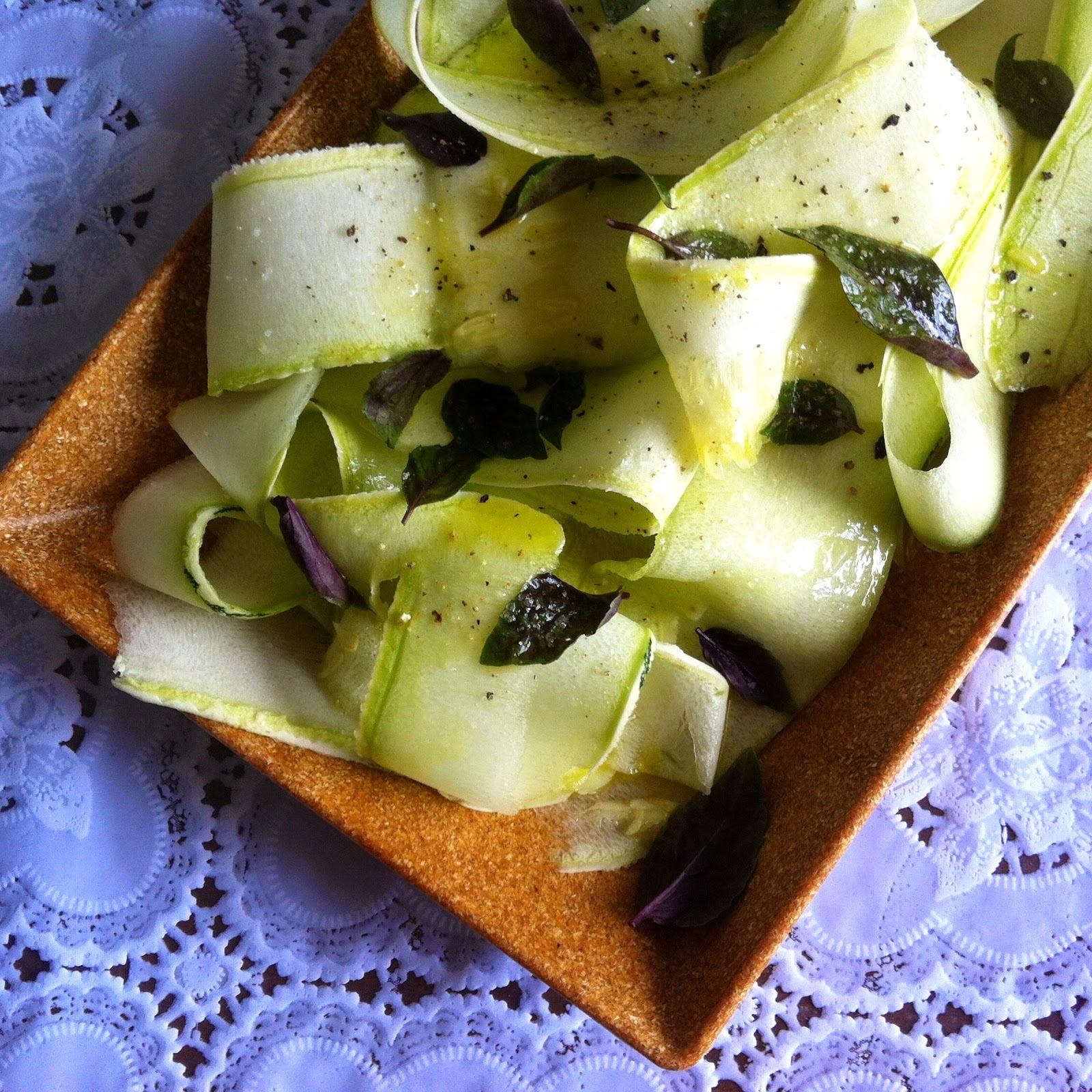 Salada de abobrinha e manjericão com molho de limão #segundadasalada