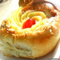 Pão Doce com Cobertura de Creme de Padaria