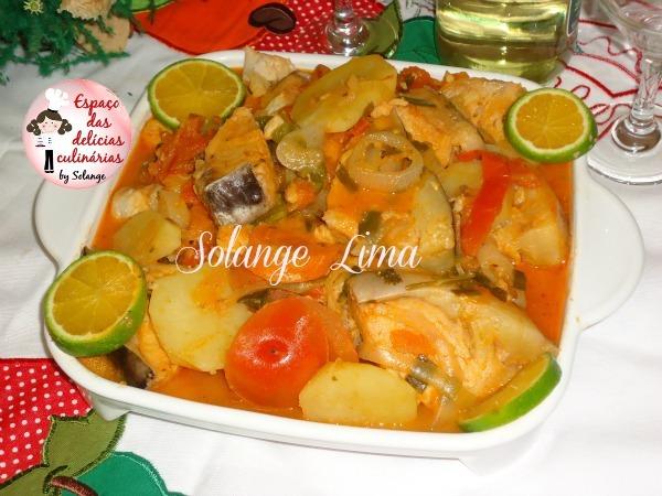 Moqueca de peixe com batata e cenoura