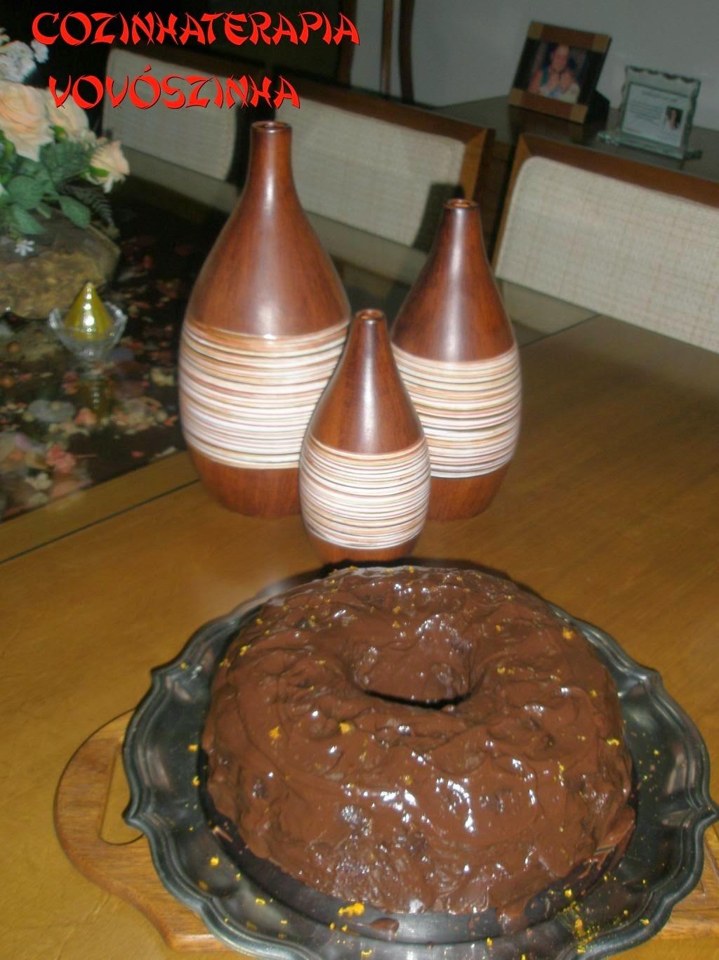 Bolo de chocolate com café e ganache saborizado com  canela e raspas de laranja