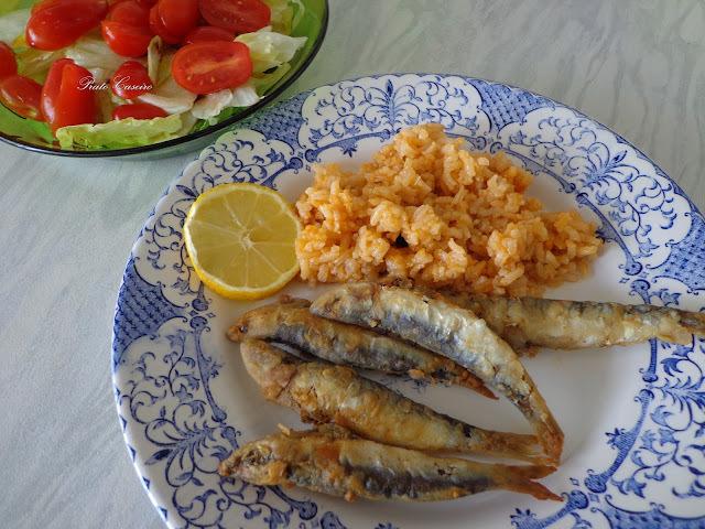Petingas fritas com arroz de tomate