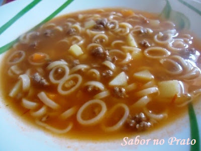 sopa simples de macarrao de argolinha