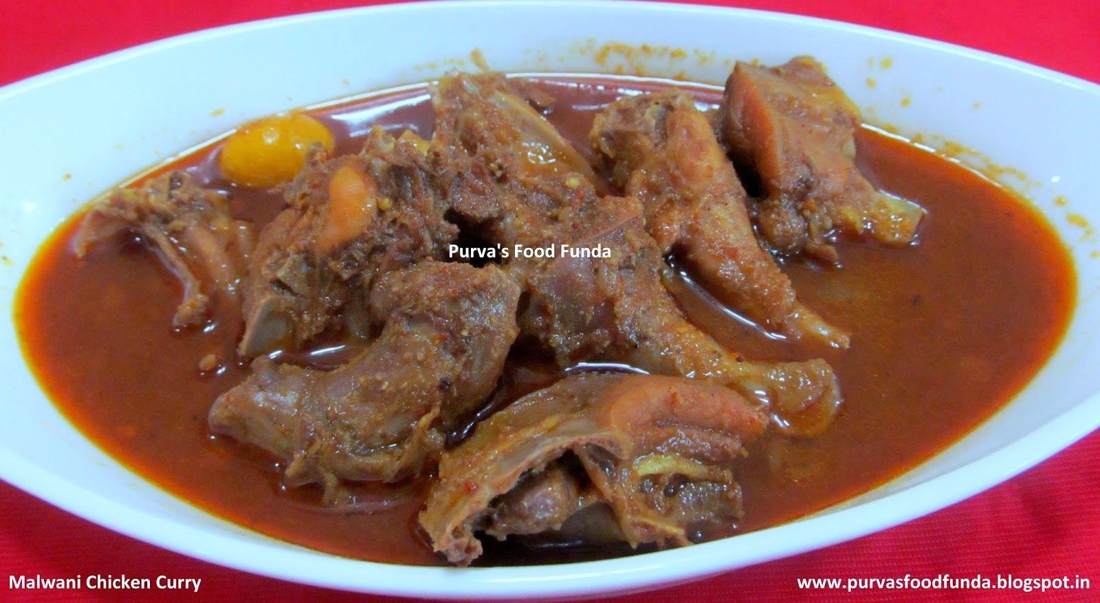 Malwani Kombadi Rassa (Malwani Chicken Curry / Chicken Saguti)