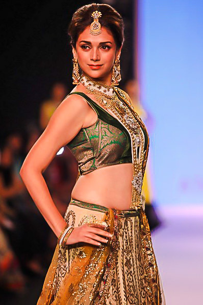 India International Jewellery Week (IIJW) continues with dazzing showcase of branded jewellery - with B town topmost celebs