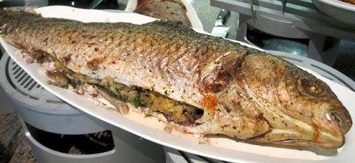peixe assado recheado