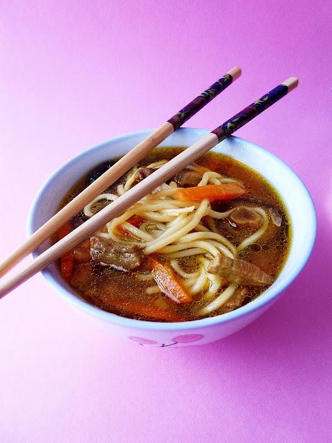 Sopa Asiática de Ternera