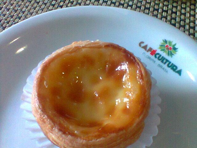 Café Cultura: Opções de café com sobremesas.