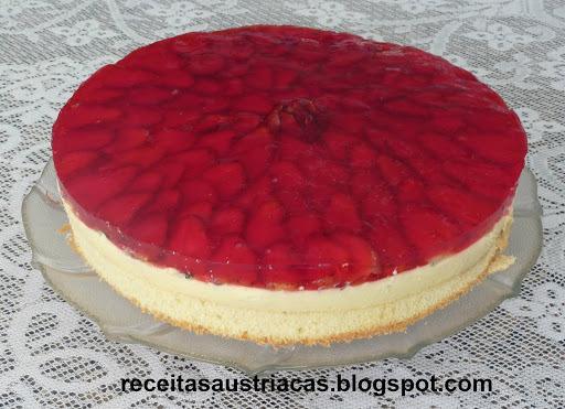 TORTA DE MORANGOS, CREME DE BAUNILHA E GELATINA  - Erdbeer-Vanillecreme-Torte