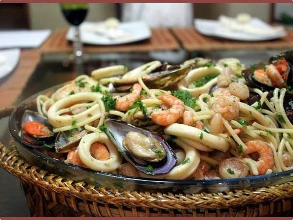 Espaguete com Frutos do Mar na Manteiga de Vinho