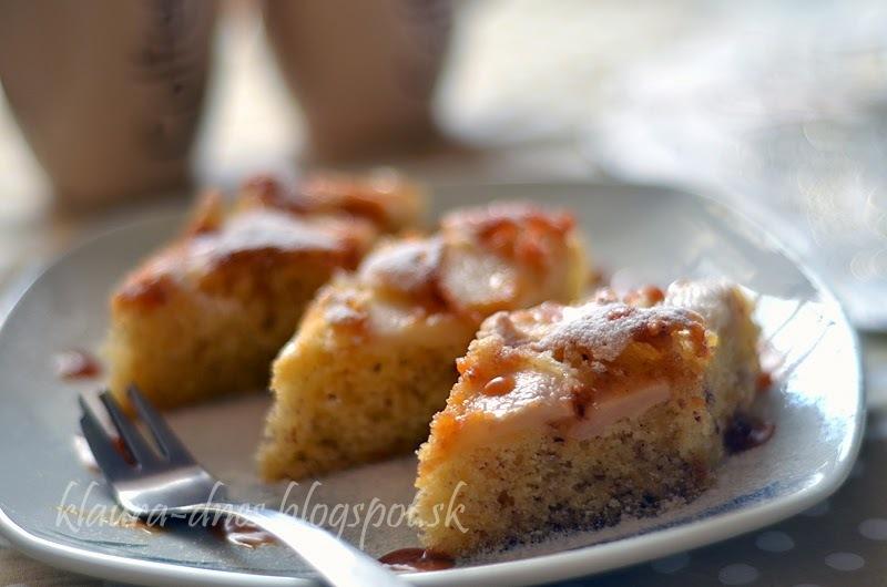 Orieškový koláč s jablkami a slaným karamelom
