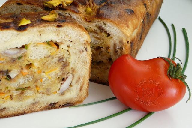 Terina z cibuľového chleba