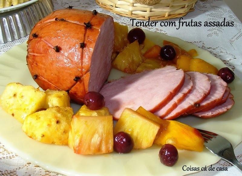 Tender suíno com frutas assadas