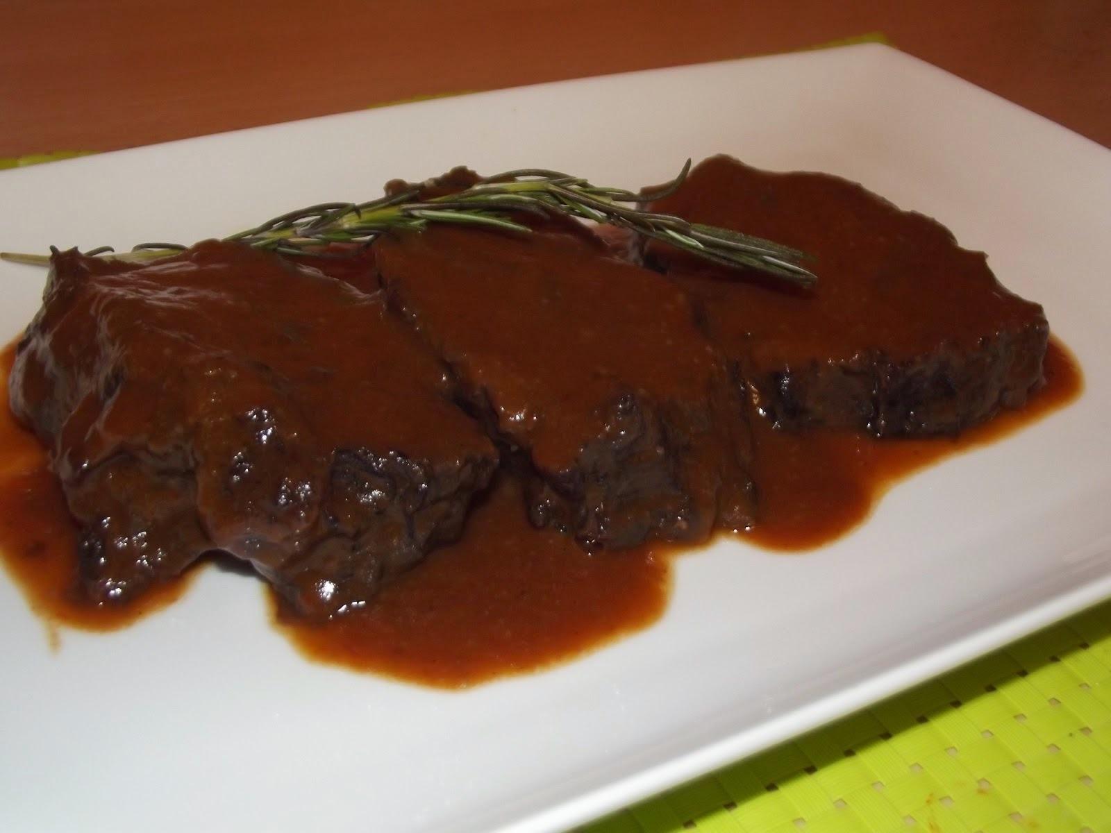 Carne con Salsa de Vino Tinto