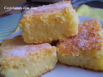 de bolo de liquidificador de milho com queijo ralado e leite condensado