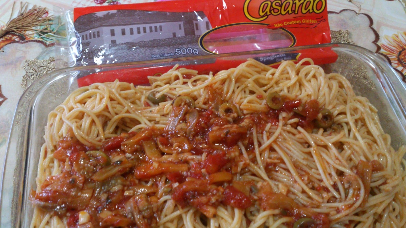 Macarrão Casarão sem glúten ao molho de tomates frescos, berinjela e azeitonas
