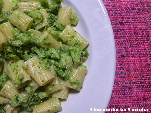 Rigatone ao pesto com brócolis