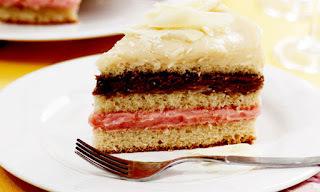de bolo tres brigadeiros branco chocolate e morango