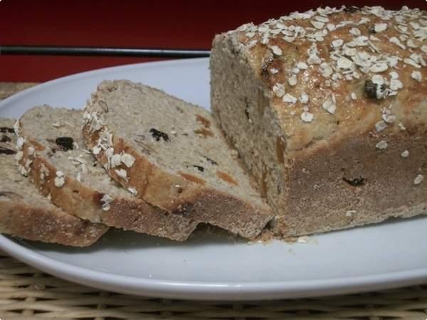 Pão integral com frutas secas