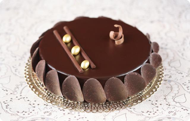 Шоколадный торт-мусс с хрустящим пралине / Torta mousse de chocolate com praliné crocante