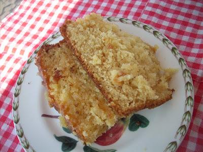 Glazed lemon cake with cardamom