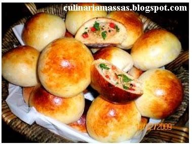 Massas:Pãozinho de batata recheado com frango e catupiry