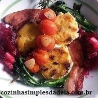 Polenta grelhada,bacon, tomatinhos e brócolis
