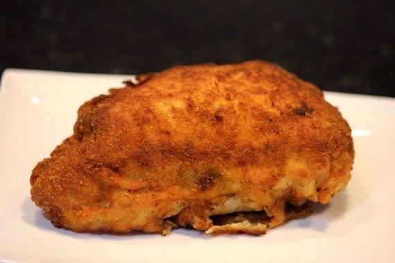 Frango empanado recheado com gorgonzola