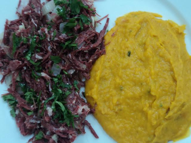 Carne seca com purê de moranga