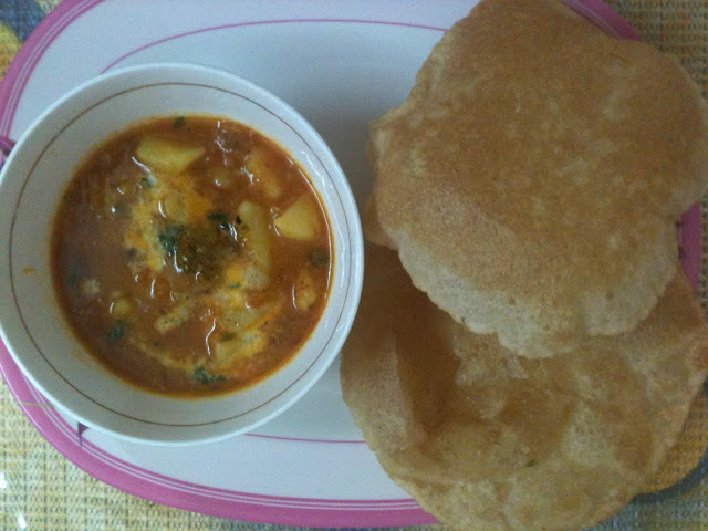 ACHARI POTATOES WITH CRISPY PURI'S