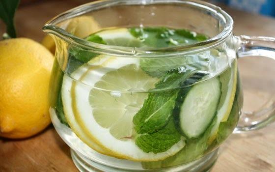 agua com gengibre limao e pepino