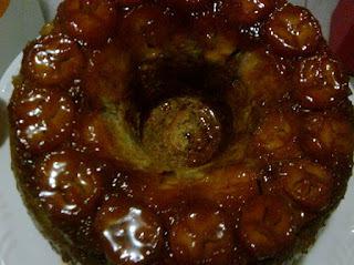 bolo de banana caramelizado e canela no liquidificador