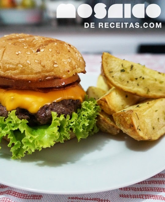 Hambúrguer com Bacon e Molho de Mostarda e Mel